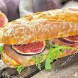 Pane con fichi e prosciutto
