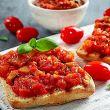 Storia salsa al pomodoro e pane